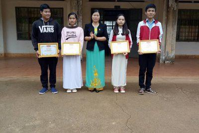 Trường THPT Lê Duẩn khen thưởng học sinh và giáo viên hướng dẫn đạt thành tích cao trong kì thi học sinh giỏi cấp tỉnh năm học 2017-2018
