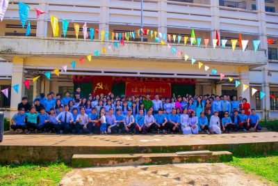 Lễ tổng kết năm học và lễ tri ân, trưởng thành cho học sinh lớp 12 năm học 2017 – 2018