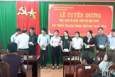 Ngày 19.5.2018, trường THPT Lê Duẩn long trọng tổ chức Lễ tuyên dương giáo viên và học sinh có thành tích cao trong năm học 2017 – 2018